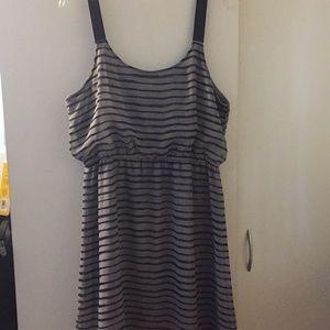 Dresses & Skirts - Tasteful striped dress